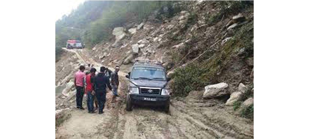 वर्षासँगै ग्रामीण सडक जीर्ण, यातायात सञ्चालनमा समस्या